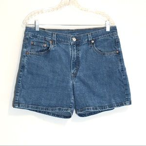 Levis High Waist Medium Wash Mom Shorts size 14